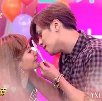 简恺乐示范齐刘海发型甜美