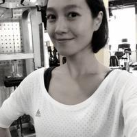 朱丹晒俏皮照变运动达人:身穿运动T恤活力十足