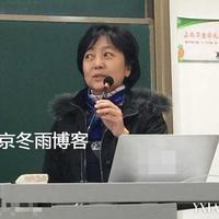 陈道明60岁妻子杜宪近照讲台上风采授课知性美