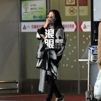 组图:江一燕穿潮装独自低调回京上罗红车离开