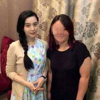 李晨范冰冰南京甜蜜约会偶遇粉丝大方亲切合影