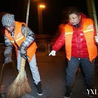 【图】李易峰深夜扫街悄然离开怕作秀
